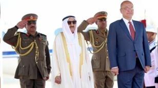 الرئيس العراقي برهم صالح مستقبلا أمير الكويت الشيخ صباح الأحمد الصباح في بغداد في 19 حزيران/يونيو 2019