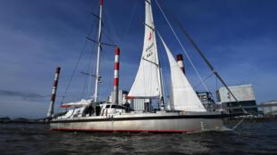 Le cargo à voile Grain de Sail remonte la Loire vers Nantes, le 17 février 2021