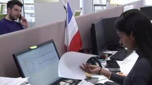 الحكومة الفرنسية تريد نظام حصص لانتقاء المهاجرين وفق سوق العمل