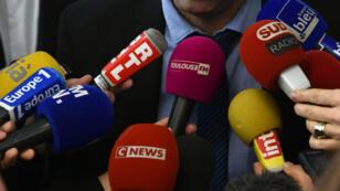 """63% des Français pensent que """"les médias disent tous la même chose ou presque"""", selon une enquête publiée samedi 9mars."""