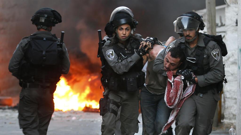 Interpellation d'un Palestinien durant des affrontements à Jérusalem-Est, le 5 octobre 2015.