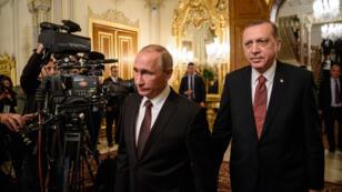 Vladimir Poutine et Recep Tayyip Erdogan lors d'une conférence de presse à Istanbul, le 10 octobre 2016.