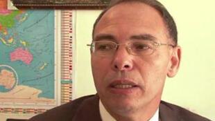"""المعطي منجب، الناشط الحقوقي المغربي ورئيس جمعية """"الحرية الآن"""""""