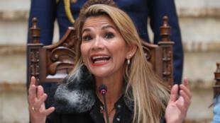 Jeanine-Añez-gestos-bolivia-EFE