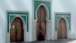 المسجد الذي تعرض للاعتداء في مدينة بايون الفرنسية