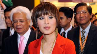 Cette photo d'archives, prise le 24 mars 2010, montre la princesse thaïlandaise Ubolratana en visite au pavillon de la Thaïlande à la Hong Kong Entertainment Expo.