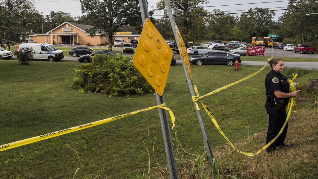Las autoridades desarrollan las investigaciones del ataque en la Capilla Burnette este 24 de septiembre de 2017 en Tennessee.