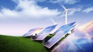 Il y a eu environ 500 000 nouveaux panneaux solaires par jour en 2015, d'après l'Agence internationale de l'énergie