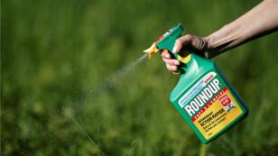 Rociador de herbicida Roundup de Monsanto.