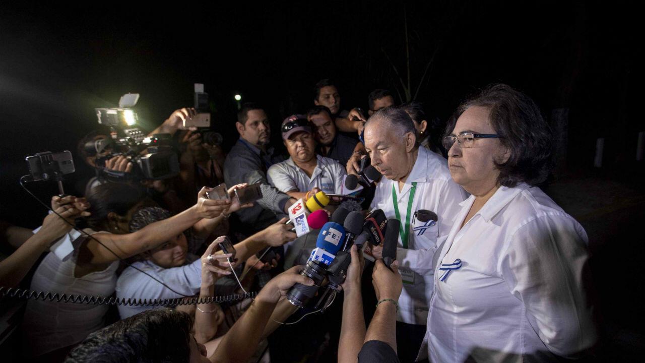 Representantes de la opositora Alianza Cívica por la Justicia y la Democracia junto a líderes de la Alianza Cívica Azahálea Solís durante una rueda de prensa en el Instituto Centroamericano de Administración de Empresas tras una jornada de negociaciones con el Gobierno de Nicaragua, en Managua, el cuatro de marzo de 2019.