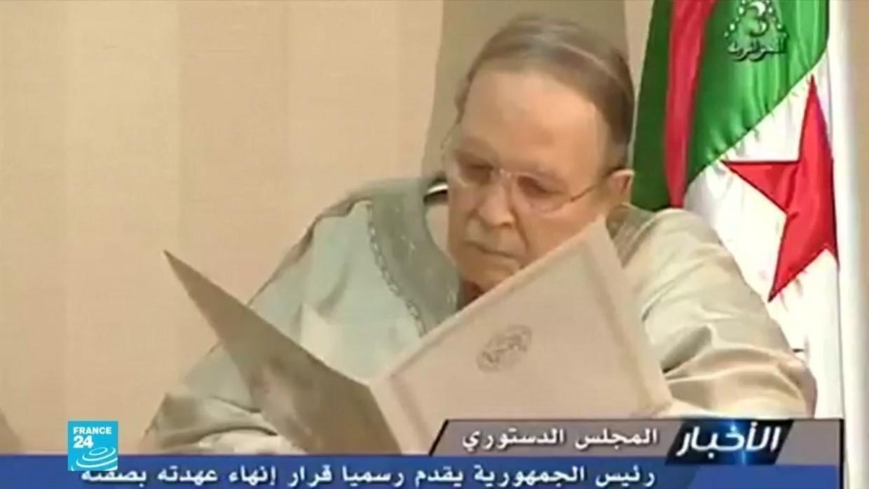 الرئيس الجزائري يقدم استقالته بعد 20 عاما في سدة الحكم