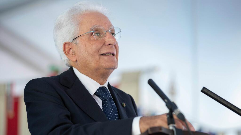 El presidente italiano, Sergio Mattarella, pronuncia un discurso durante un evento para conmemorar el 75 aniversario de una masacre de civiles italianos llevada a cabo por la Wehrmacht alemana en la Segunda Guerra Mundial, en Fivizzano, Italia, el 25 de agosto de 2019.