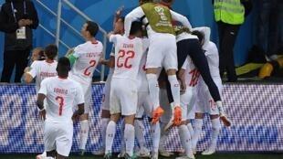 Les Suisses exhultent après leur victoire face à la Serbie.