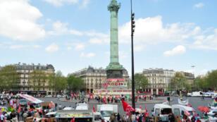 La place de la Bastille à midi, dimanche 5 mai
