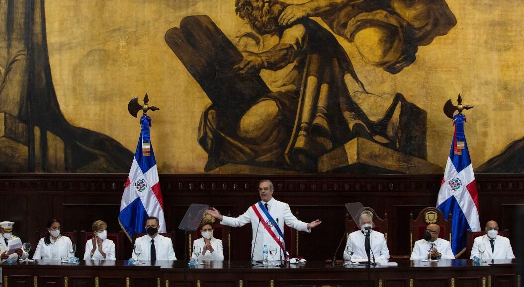 El nuevo presidente de República Dominicana, Luis Abinader, se dirige a la nación durante su discurso de posesión, en Santo Domingo, República Dominicana, el 16 de agosto de 2020.
