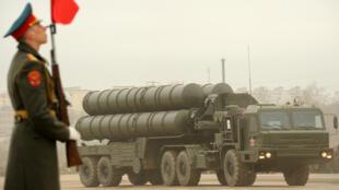 Un système de défense antiaérienne S-300, lors d'un défilé militaire dans la périphérie de Moscou, le 18 avril 2012.