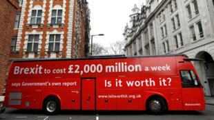 Liberales británicos respaldan una campaña para que el Reino Unido de marcha atrás y se quede en la Unión Europea.