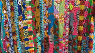 Inspiré du batik indonésien, le wax est fabriqué aux Pays-Bas à partir de 1870.