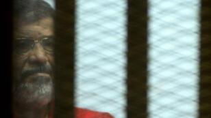 Mohamed Morsi durant son procès au Caire, en juin 2016.