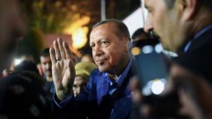 """En dépit de la victoire annoncée du """"oui"""" dans l'ensemble du pays, le camp du """"non"""" l'a emporté dans les trois principales villes, Istanbul, Ankara et Izmir."""