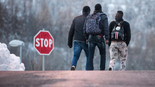 Des migrants se dirigeant vers le Col de l'Échelle pour passer la frontière franco-italienne en janvier 2018.