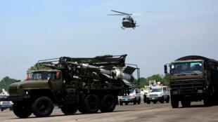 Des véhicules militaires transportant des missiles lors d'un exercice à l'aéroport de La Fria, au Venezuela, le 10 septembre 2019.