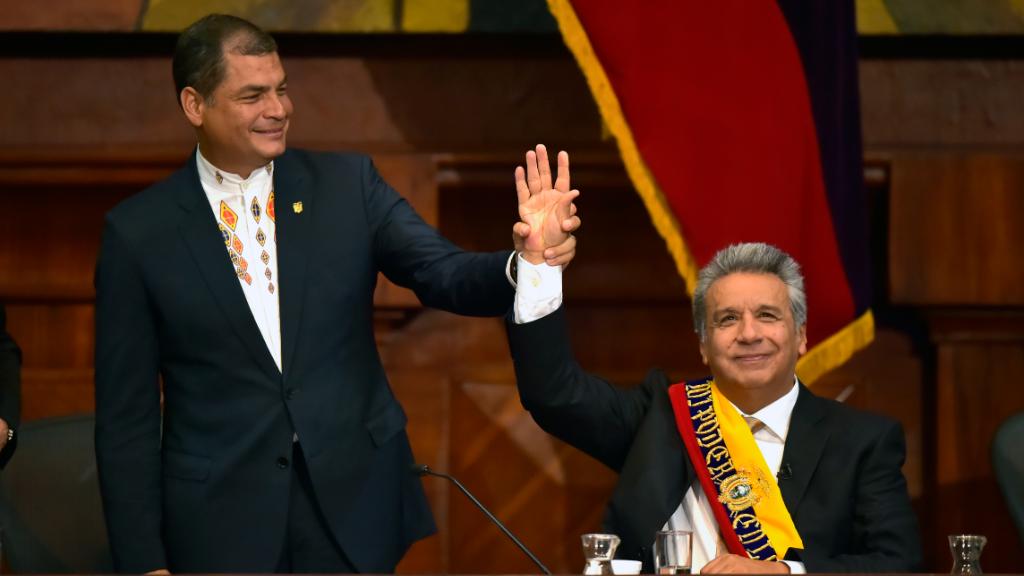 Imagen de la sucesión en la presidencia de Rafael Correa (2007-2017), quien cedió el liderazgo a Lenín Moreno.