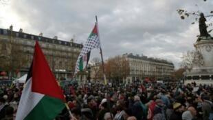 متظاهرون في باريس رفضا لقرار ترامب الاعتراف بالقدس عاصمة لإسرائيل في التاسع من كانون الأول/ديسمبر 2017