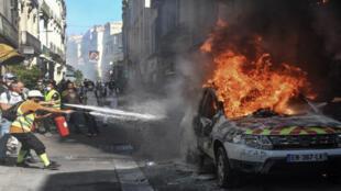 Une voiture de la police municipale a été incendiée à Montpellier, samedi 7 septembre 2019.