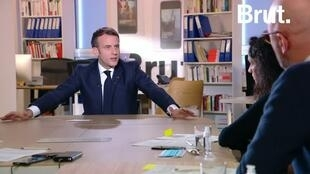 """Emmanuel Macron lors de son interview fleuve au média en ligne """"Brut"""", le 4 décembre."""
