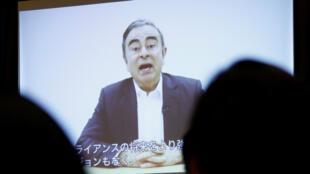 """Dans une vidéo diffusée mardi lors d'une conférence de presse de ses avocats à Tokyo, l'ancien président de Nissan, Carlos Ghosn, a dénoncé une """"trahison""""."""