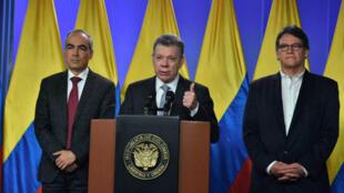 El presidente colombiano, Juan Manuel Santos, pronuncia un discurso en el que anunció que decidió retomar los diálogos de paz con el ELN  el 12 de marzo de 2018, en Bogotá, Colombia.