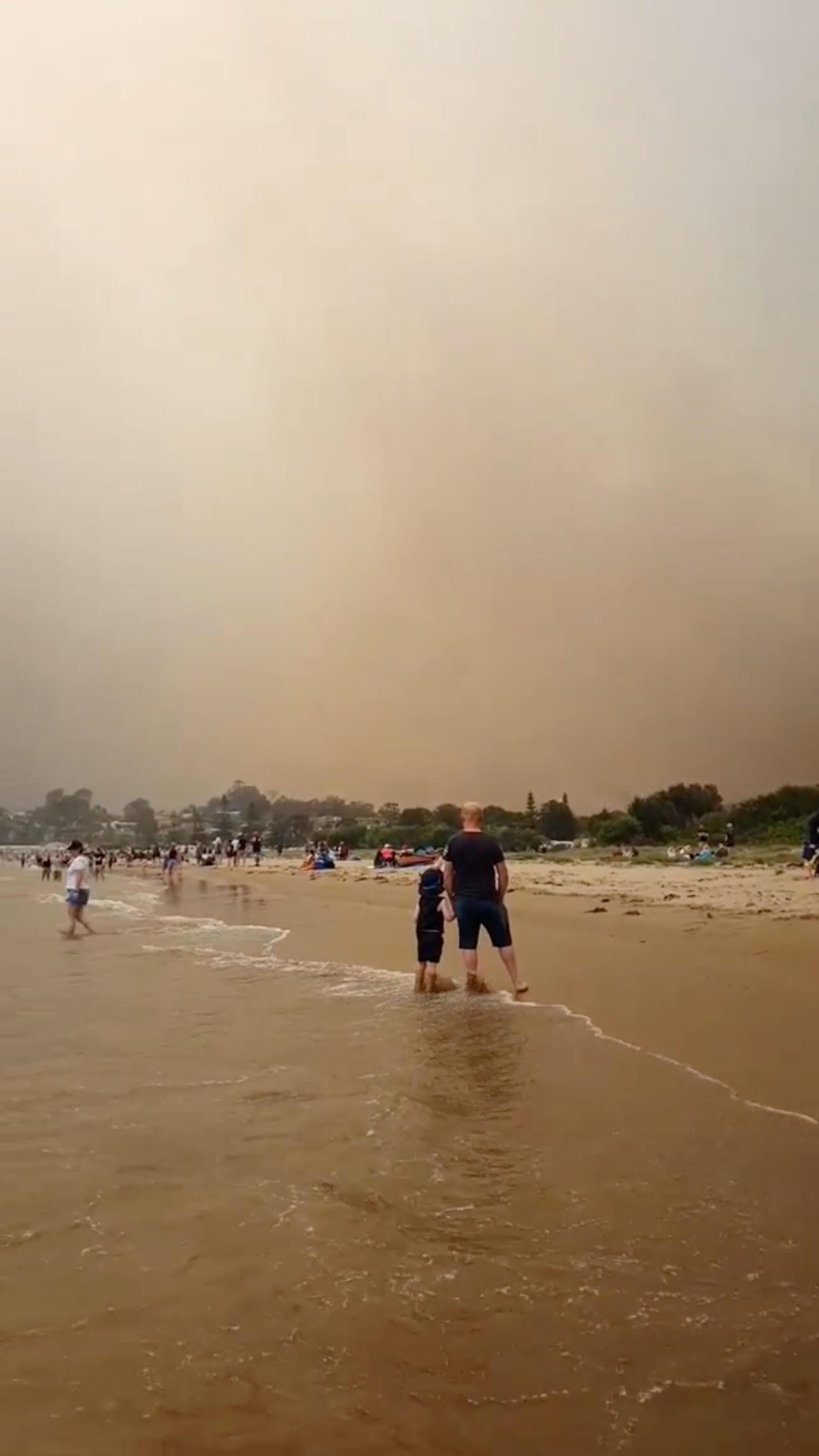 Des milliers de personnes ont été contraintes mardi de trouver refuge sur des plages du sud-est de l'Australie pour échapper aux incendies.