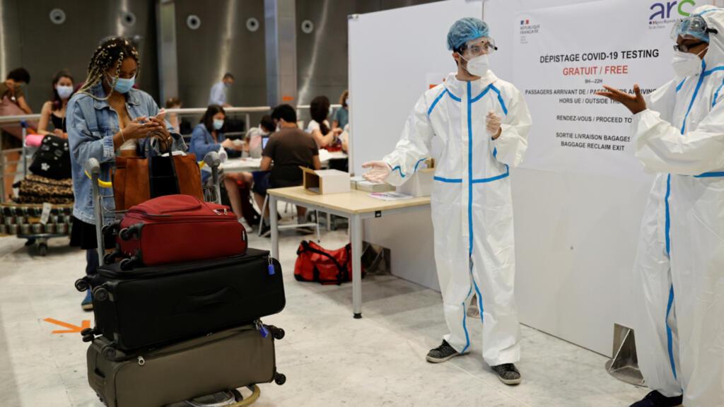 Covid-19 : 556 passagers venant des pays à risque testés dans les aéroports parisiens