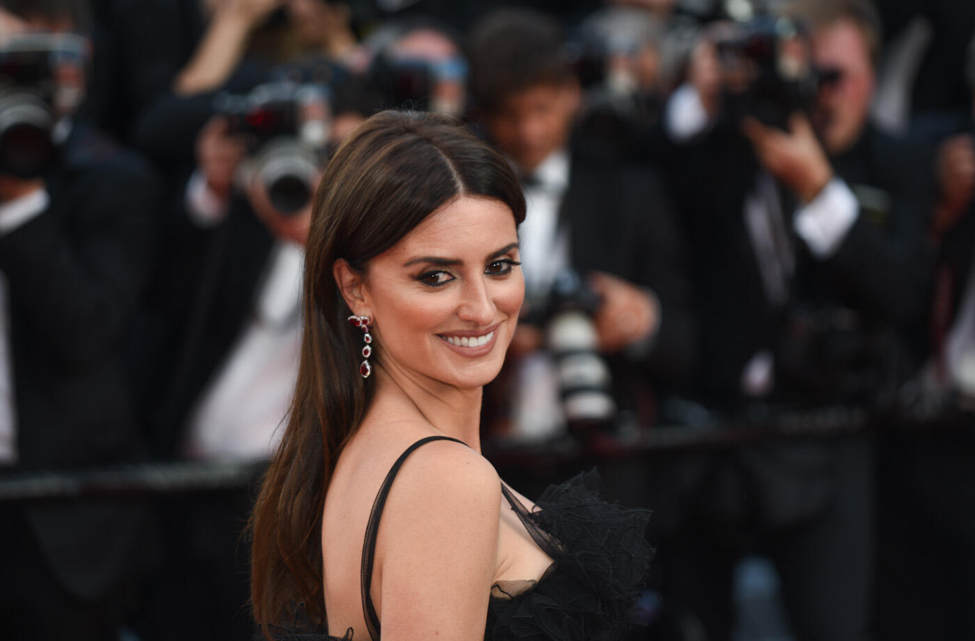 Penélope Cruz launches the glittering parade of stars at the 71st Cannes Film Festival. The Spanish actress was on the Croisette for her latest film 'Everybody Knows' by Iranian director Asghar Farhadi.