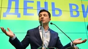 "Ukraine's incoming president Volodymyr Zelensky, a political novice, has yet to be inaugurated but already faces what analysts call a ""dangerous trap"" set in the US"