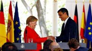 La canciller alemana, Angela Merkel, asiste a una declaración conjunta con el Presidente del Gobierno español, Pedro Sánchez, para temas de migración. Sanlúcar de Barrameda, España. 11 de agosto de 2018.