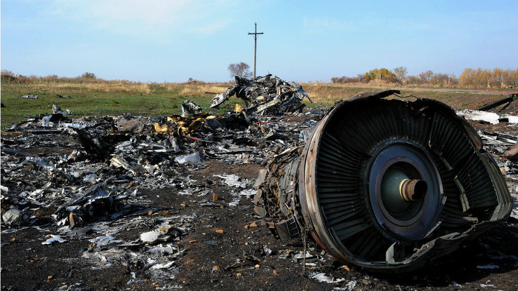 Des débris du vol MH17, détruit en vol par un missile en septembre 2016. L'Ukraine accuse Moscou d'avoir abattu l'avion, et demande des dédommagements.