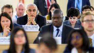 El embajador palestino ante la ONU, Ibrahim Khraishi, asiste a una reunión urgente en la sede de la ONU en Ginebra, Suiza. 18 de mayo de 2018.