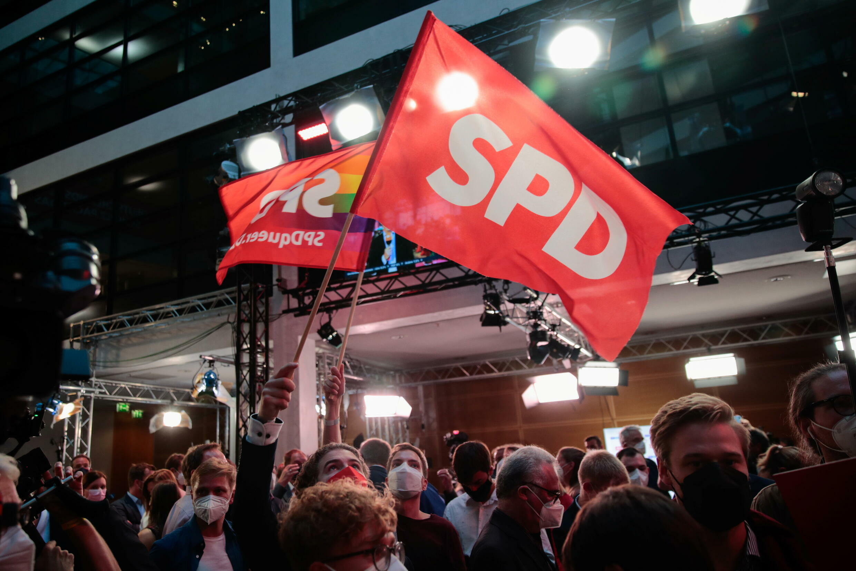 2021-09-26T163202Z_2112504577_RC2SXP9HL3K9_RTRMADP_3_GERMANY-ELECTION-REACTIONS-SPD-SCHOLZ