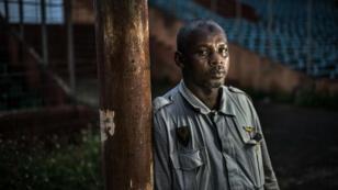 Ibrahima Diallo, photographié au stade national où il a été piétiné en essayant de s'échapper pendant le massacre du 28 septembre 2009.
