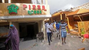 Une attaque des Shebab a eu lieu dans une pizzeria de Mogadiscio, le 15 juin 2017.