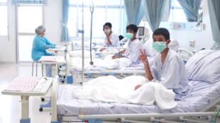 El gobierno de Tailandia y la televisión de ese país difundieron las primeras imágenes de los niños rescatados desde el hospital. Julio 11 de 2018
