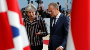 La Première ministre britannique, Theresa May, et le président du Conseil européen, Donald Tusk, lors du forum dialogue Europe-Asie (ASEM) à Bruxelles, le 19 octobre 2018.