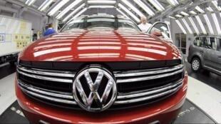 Le constructeur automobile Volkswagen est parvenu à un accord à l'amiable avec l'association de consommateurs VZBV, vendredi 28 février en Allemagne.