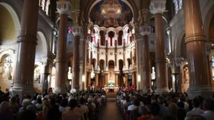 La communauté catholique française se divise sur les questions d'immigration, selon une étude.