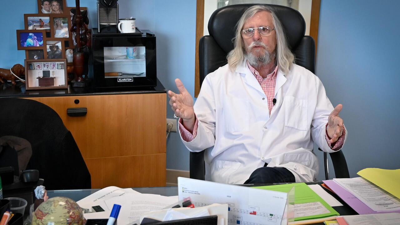Le professeur Didier Raoult, le 26 février 2020 dans son bureau à Marseille.