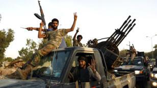 Les troupes du maréchal Khalifa Haftar célèbrent leur victoire dans les rues de Benghazi le 5 juillet 2017.
