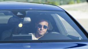 Le Brésilien Neymar pourrait signer son contrat avec le PSG dans les prochaines heures.