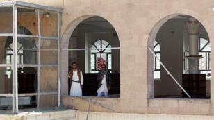 Les débris de l'une des mosquée de Sanaa attaquée par l'organisation de l'EI le 20 mars.
